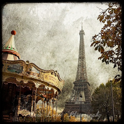 Carousel,eiffel,tower,france,old,looking,paris,eiffle,tower-f209e4e7e880f0f68272646b3b9df739_h