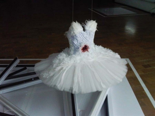 Rodarte_black_swan_exhibit-7-600x450