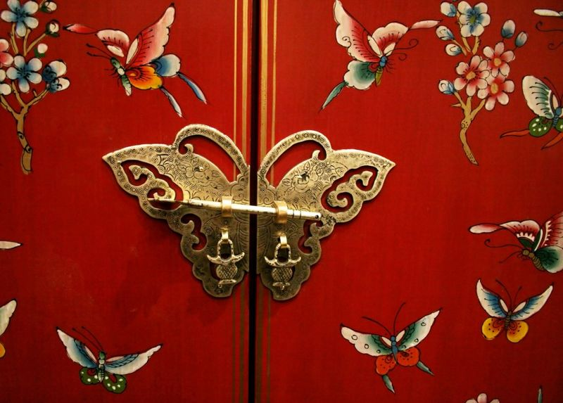 Butterfly-door-on-Chinese-style-furniture-e1308075637458-1024x734