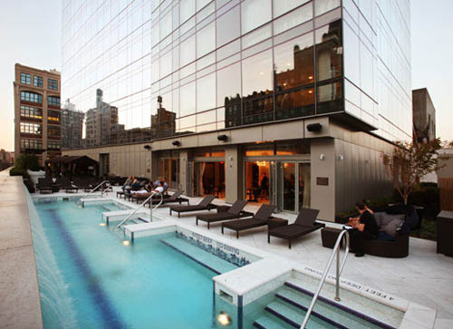 Bar_d_eau_trump_soho_hotel_pool