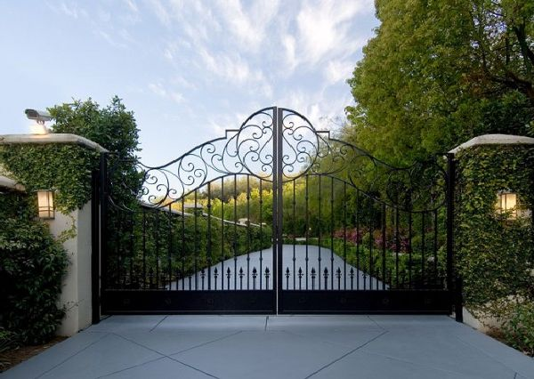 Gate-beverly-hills-estate