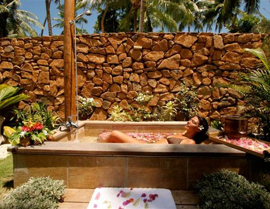 Ht_le_tahas_island_resort_spa_royal_beach_villa_outdoor_shower_100615_ssh