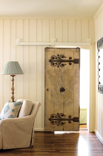 Beautiful-detailed-antique-door