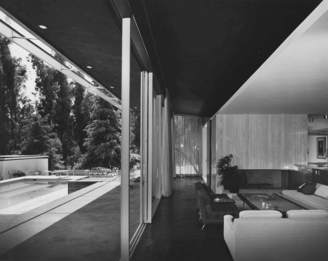 Kronish-richard-neutra-fireplace-640x509