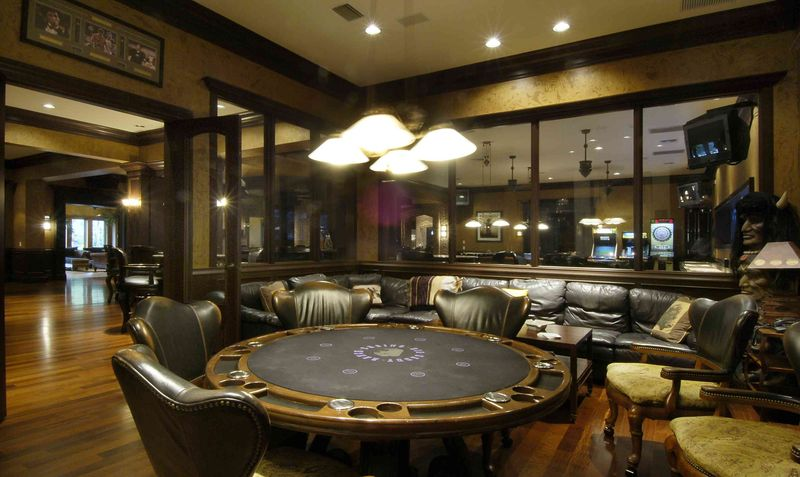 Game room - poker