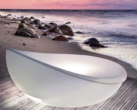 White-beach-lounger-bed