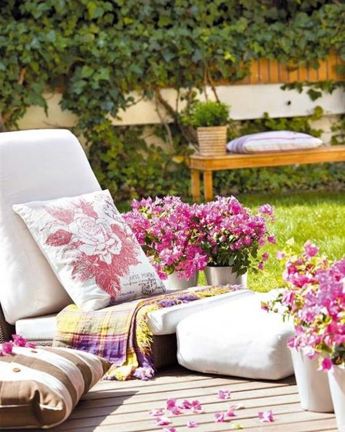 Romantic-Colorful-Terraces-and-Gardens-Decorating-Ideas-1-550x688
