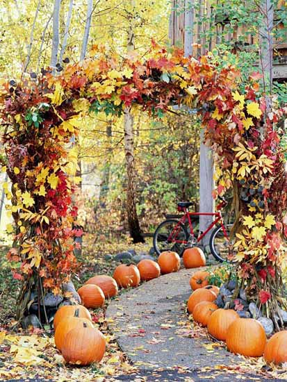 Garden-path-halloween-decorating-with-pumpkins-fall-leaves