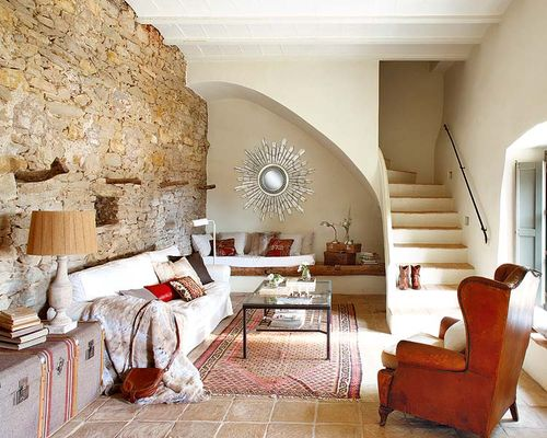 Stone_wall_living_room_design