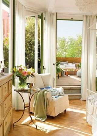 Reading-Corner-On-Romantic-Bedroom-Design-Reminds-Of-Summer