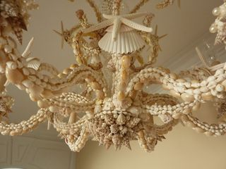 Sarahs-chandelier-closeup from i love shelling