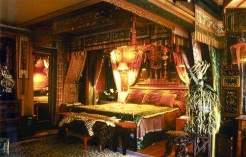 Impressive-Gothic-Bedroom-Design-615x394