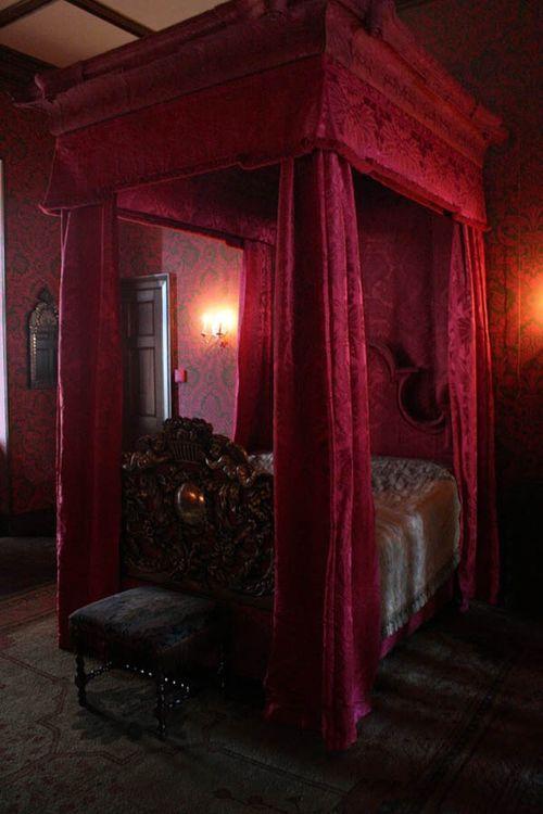 Gothic-Bedroom-Design-Ideas16