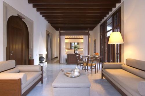 Amanruya living room